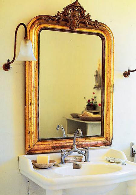 Antique-Mirrors-Ideas-For-Traditional-Bathroom-Decoration